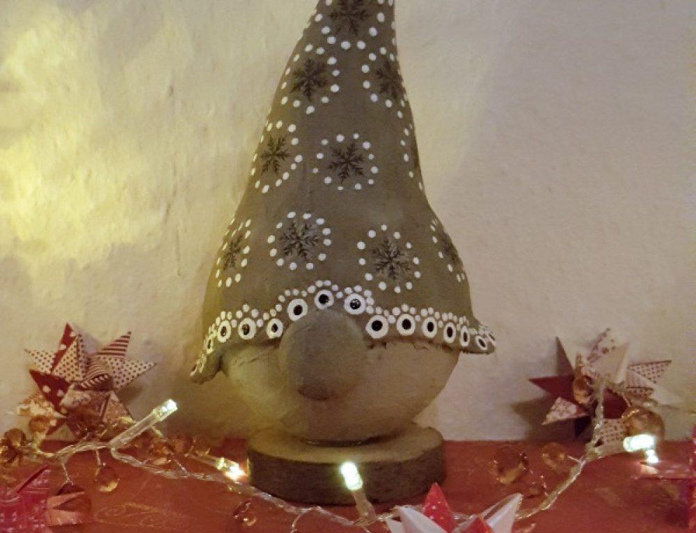 Weihnachtswichtel aus Styroporkugeln und Easy Beton Paste